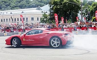 У вас є шанс випробувати авто Ferrari на гоночному треку в Італії